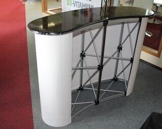 Iso messupöytä