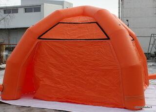 Ilmalla täytettävä teltta