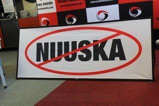 Stop Nuuska 2,5x1m mainos
